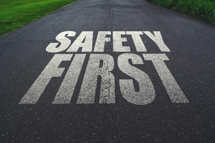 Safe-Driving__igor_-_Fotolia_large
